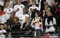 图文:西班牙VS德国 球迷激情助威(25)