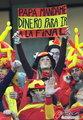 图文:西班牙VS德国 球迷激情助威(26)
