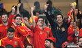 图文:西班牙VS德国 球迷激情助威(28)