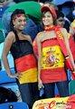 图文:西班牙VS德国 球迷激情助威(31)