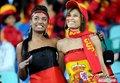 图文:西班牙VS德国 球迷激情助威(32)