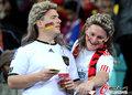 图文:西班牙VS德国 球迷激情助威(74)