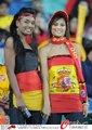 图文:西班牙VS德国 球迷激情助威(88)