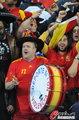 图文:西班牙VS德国 球迷激情助威(103)