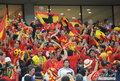 图文:西班牙VS德国 球迷激情助威(38)