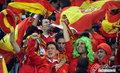 图文:西班牙VS德国 球迷激情助威(39)