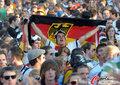 图文:德国负西班牙 国内球迷激情助威(42)