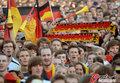 图文:德国负西班牙 国内球迷激情助威(50)