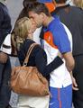 图文:荷兰队太太团一路同行 球员与女友(5)