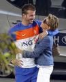 图文:荷兰队太太团一路同行 球员与女友(3)