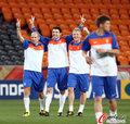 图文:世界杯决赛在即 荷兰队适应场地(3)