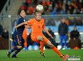 图文:荷兰0-1西班牙 马泰森护球
