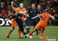图文:荷兰0-1西班牙 比利亚带球
