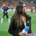 图文:荷兰0-1西班牙 卡西女友专心工作(4)