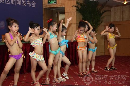 儿童泳衣模特秀图片