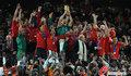 图文:西班牙夺大力神杯 球员激情庆祝(155)