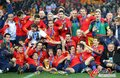 图文:西班牙夺大力神杯 球员激情庆祝(160)