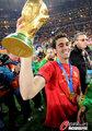 图文:西班牙夺大力神杯 球员激情庆祝(168)