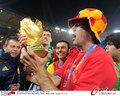 图文:西班牙夺大力神杯 球员激情庆祝(173)
