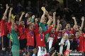 图文:西班牙夺大力神杯 球员激情庆祝(179)