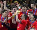 图文:西班牙夺大力神杯 球员激情庆祝(188)