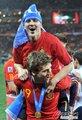 图文:西班牙夺大力神杯 球员激情庆祝(247)