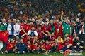 图文:西班牙夺大力神杯 球员激情庆祝(248)