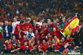 图文:西班牙夺大力神杯 球员激情庆祝(251)