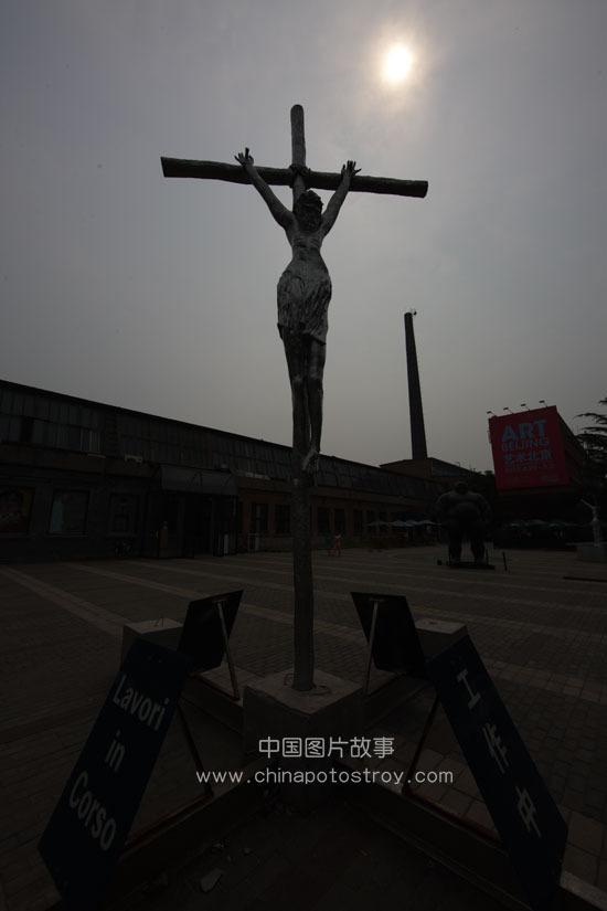 北京. 七九八艺术区户外雕塑。