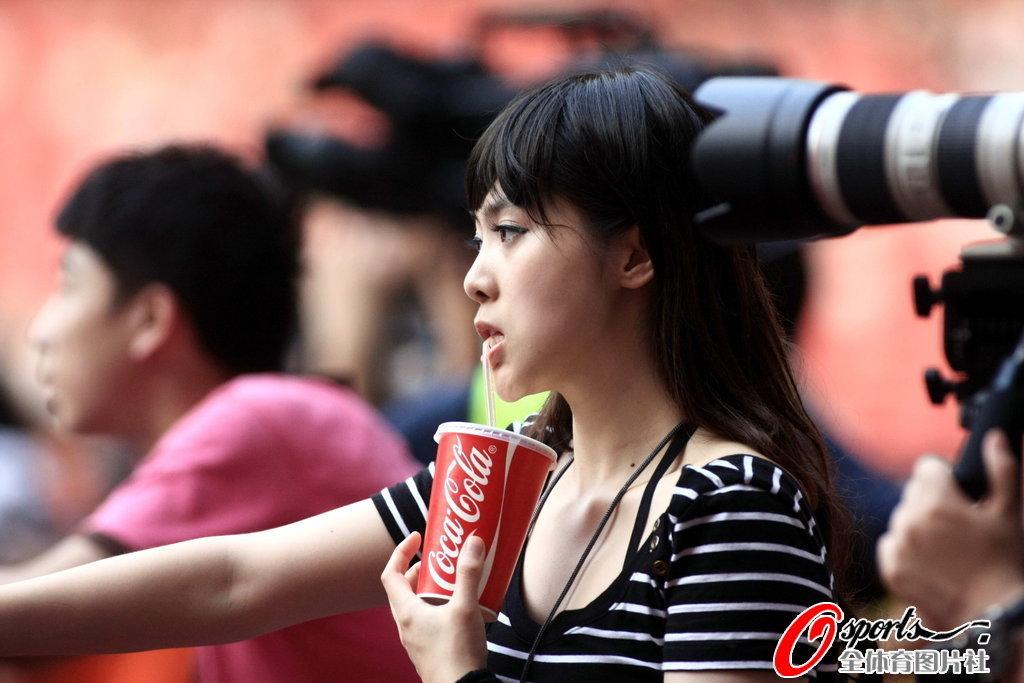 梦舟VS香港明星险群殴 场边现美女记者