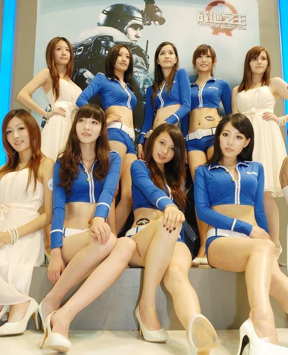 高清:ChinaJoy腾讯展台 蓝衣美女引人眼球 世
