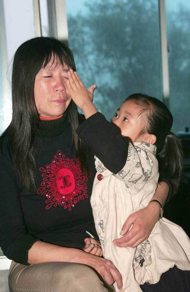禽兽父亲 被判坐10年大牢 听到李德宏承认强奸女儿时,李金梅的眼泪就止不住