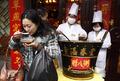组图:腊八节临近 上海城隍庙免费供应腊八粥