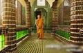 组图:泰国用啤酒瓶建寺庙 治理当地环境污染
