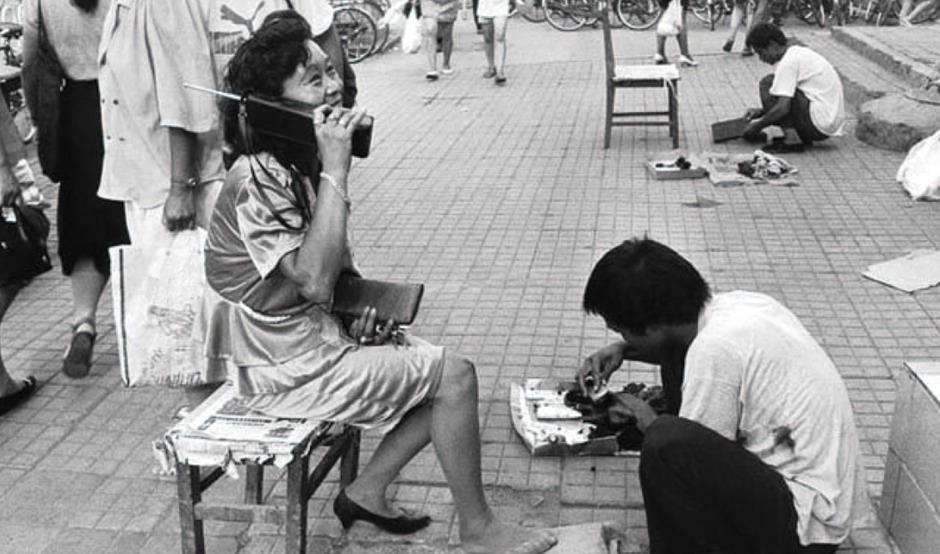 1988年,深圳的移动电话开通了。