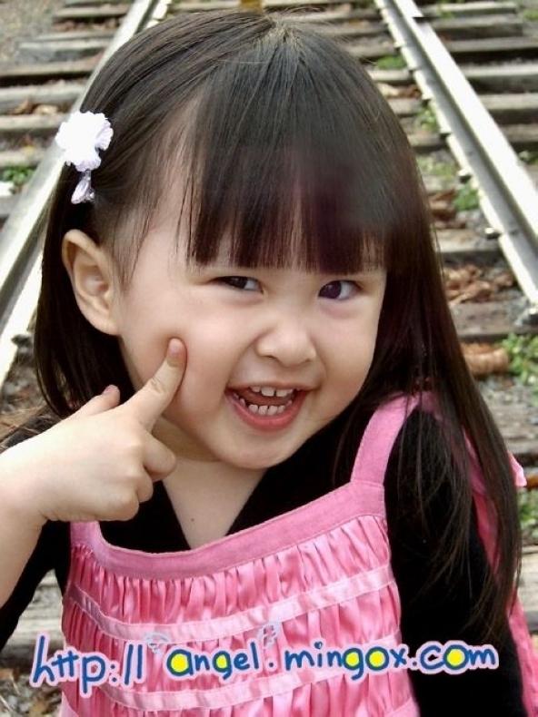 高清:超萌台湾明星双胞胎萝莉游世博 世博频道