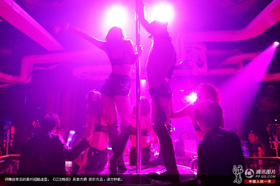《活着》:舞动青春+沈阳钢管舞女的生活