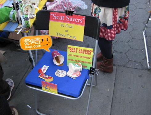 用打翻的食物占座~占位利器:Seat Savers