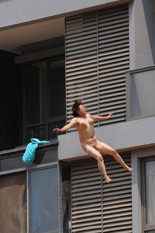 合肥一妇女裸体从11楼跳下 腾讯·大秦网