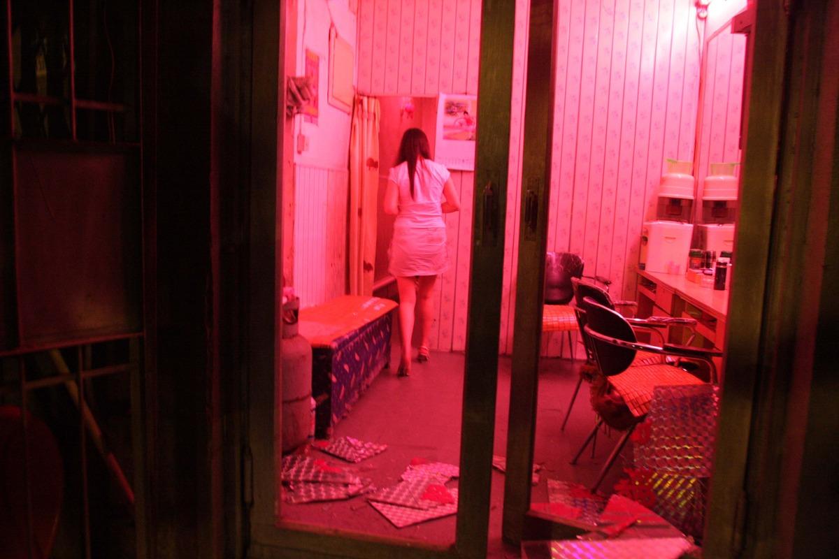 记者调查西安黑灯舞厅如何在政府打击中生存