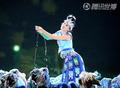高清:贵州美女惊艳世博 歌声嘹亮舞姿婀娜