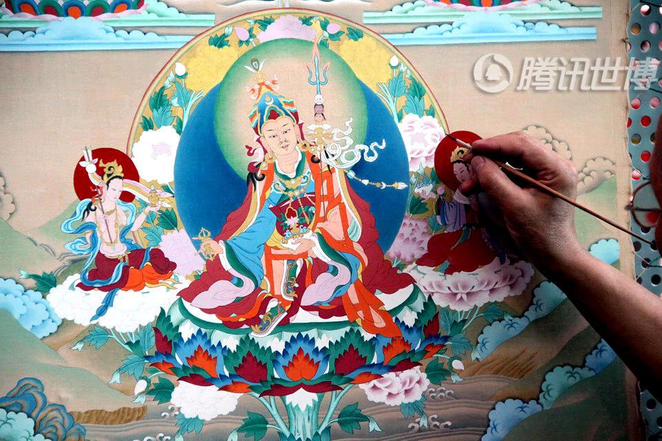 唐卡从前大多只供奉在寺庙里,少数由当地的贵族购买挂在家中。今天,唐卡也成为深受收藏家和游客们喜爱的艺术品,价格不菲