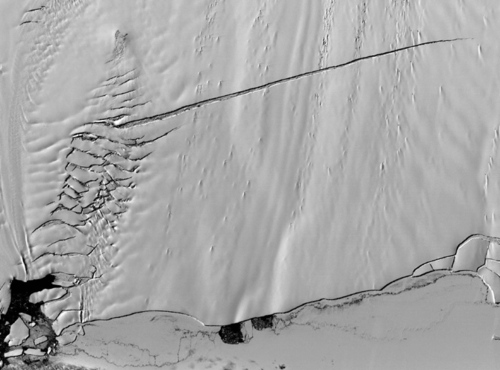 从太空俯视地球两极冰山融化图片