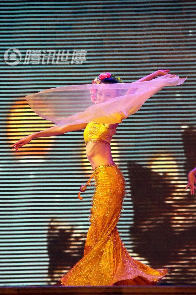 优美动人的傣族孔雀舞-少数民族歌舞盛宴点燃激情云南周图片