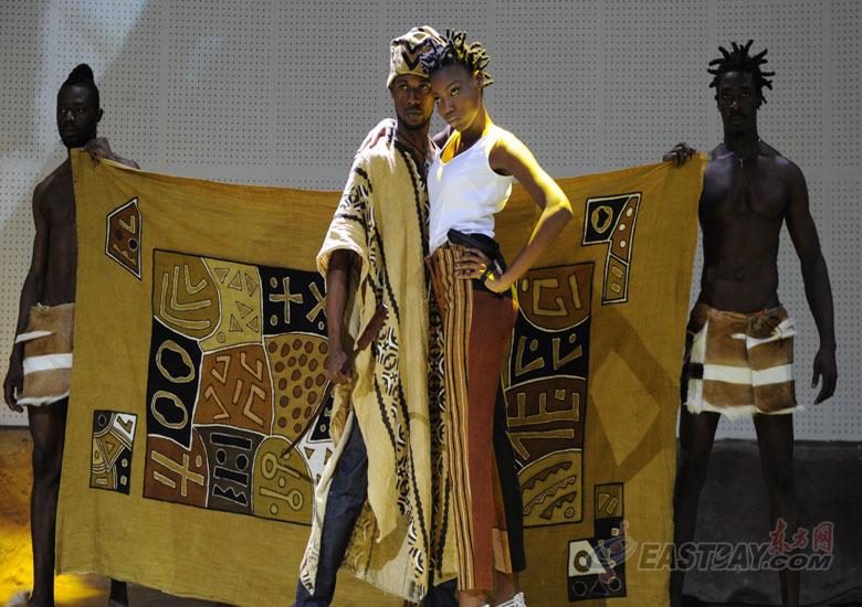 和谐非洲服饰男女混搭.-非洲馆联合馆时装秀 永恒的非洲面料图片