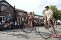 高清:英国举行十年一次的复古自行车赛