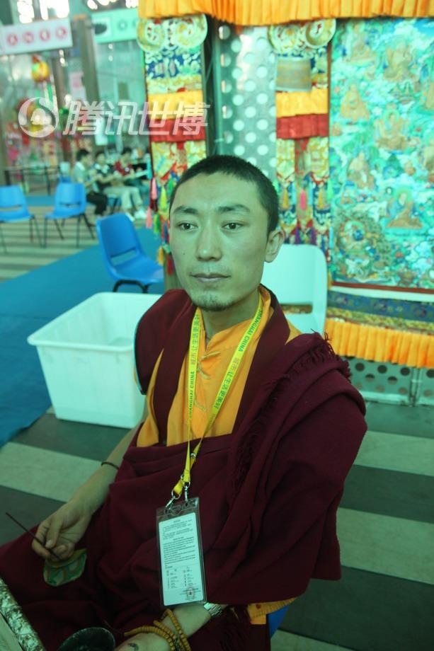 洛藏东周说,他也是QQ的忠实用户,他祝愿腾讯的网友们幸福安乐!扎西德勒!