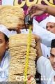 高清:伦敦举办咖喱节 欲创最高印度薄饼纪录