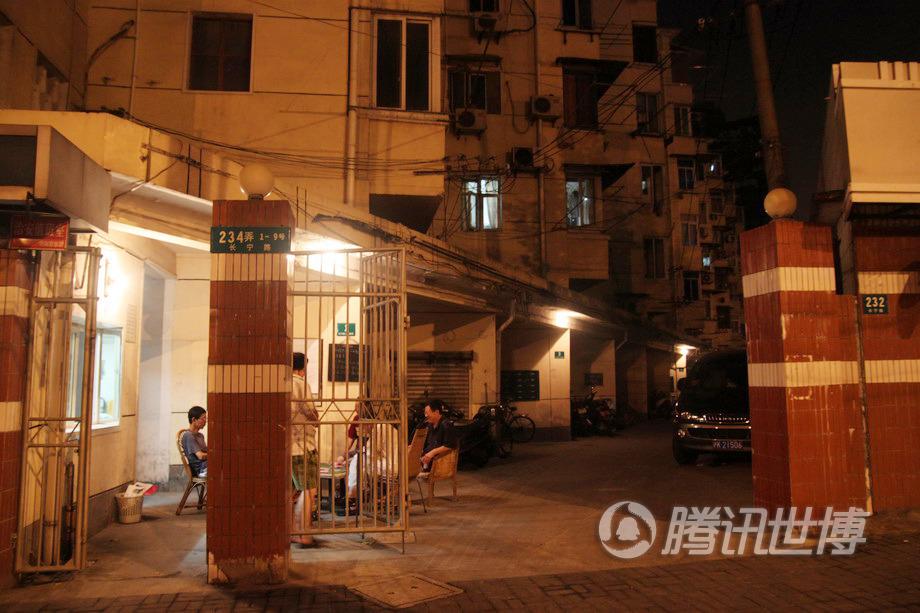 房子在长宁区中山公园附近,是个比较老的小区