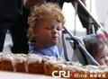 高清:世界最长国王饼诞生 长度达1615米